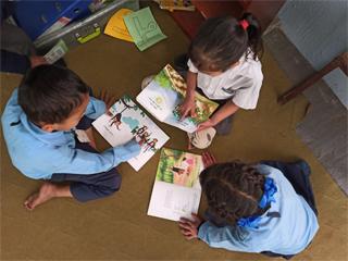 貧困家庭の子どもたちの自主学習の促進